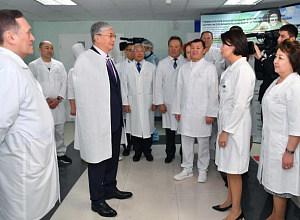 Kazakh Head of State tours Scientific Research Institute of Traumatology and Orthopedics